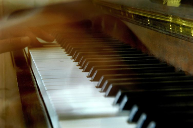 It's not talent but practice that allow you to play piano by ear!