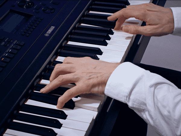 Yamaha DGX 670 Review - key action