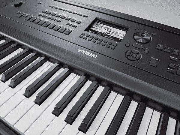 Yamaha DGX 670 Review - controls